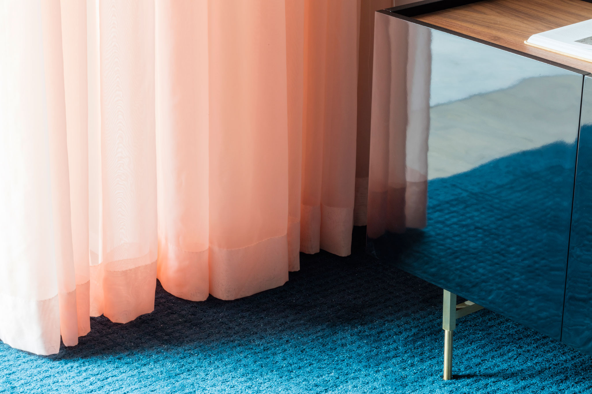 'Core' by Kasthall shown in colour Peacock. Handtufted in worsted wool and linen, the wool gives a velvety finish while the linen creates a sense of aged patina. | Image courtesy of Kasthall.