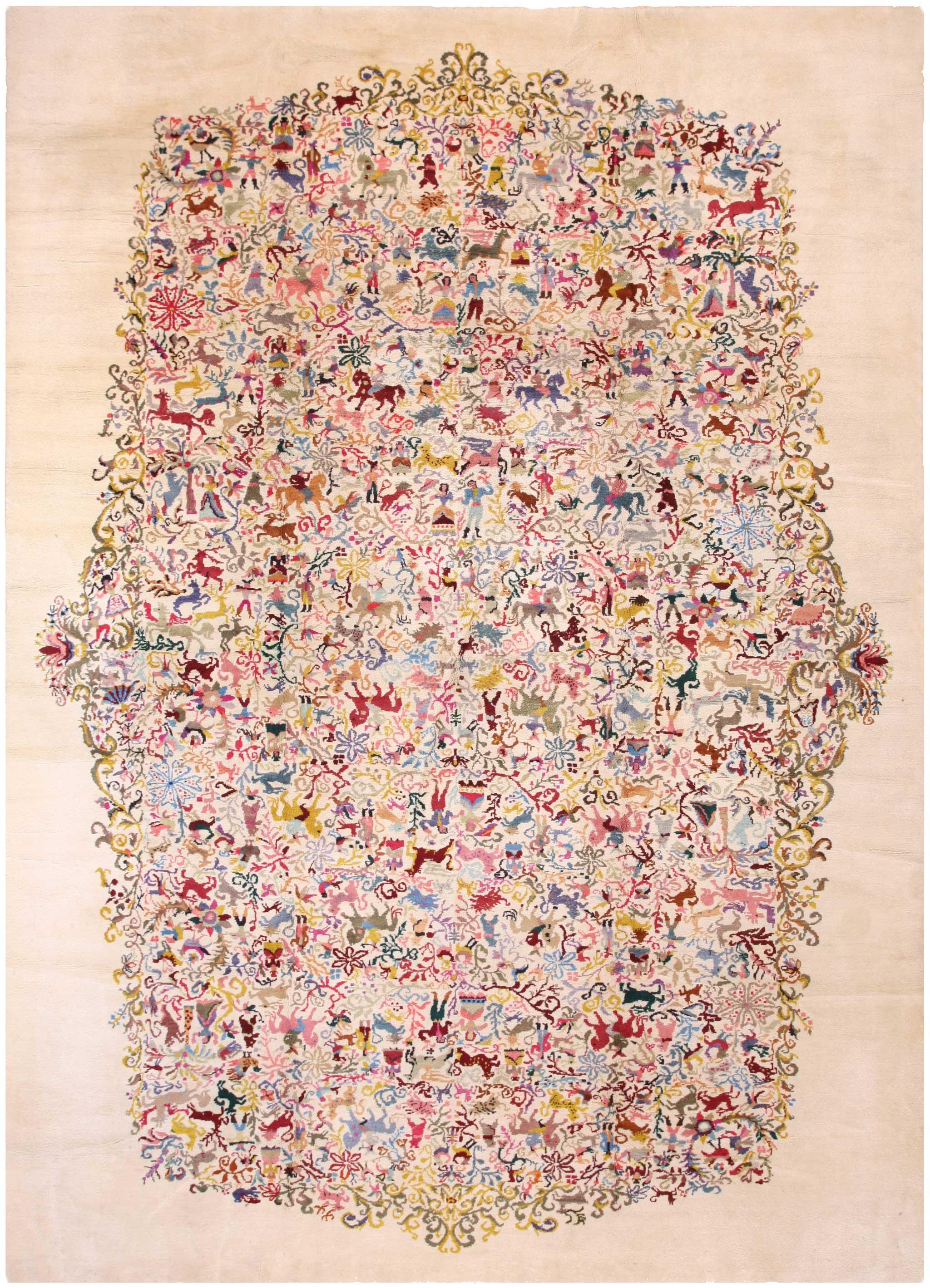 Original Olga Fisch designed 'Caceria' carpet 457CM x 325CM (15.0' x 10.8'). Ecuadorian wool on cotton, Turkish knot, Ecuador. | Image courtesy of Rahmanan Antique Decorative Rugs.